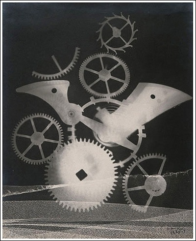 photo-man-ray-rayograph-with-sprockets
