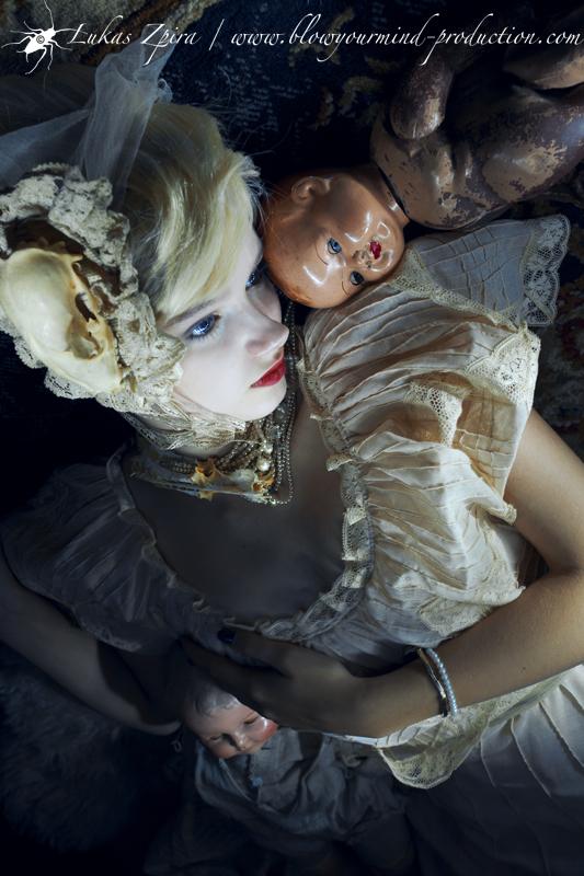 White Rabbit & the Dolls