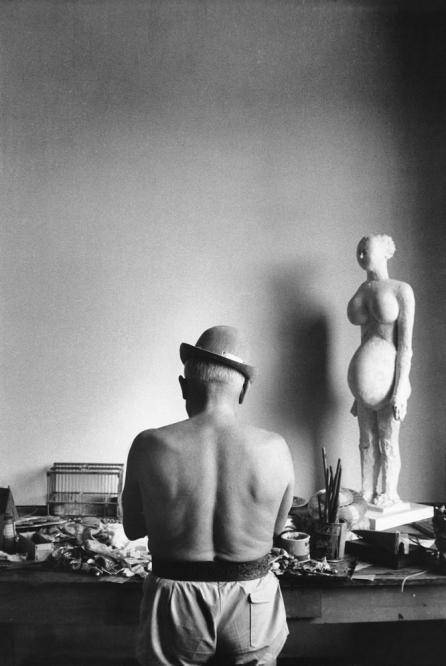 Pablo Picassos back beside Mujer encinta. Photo by David Douglas Duncan..
