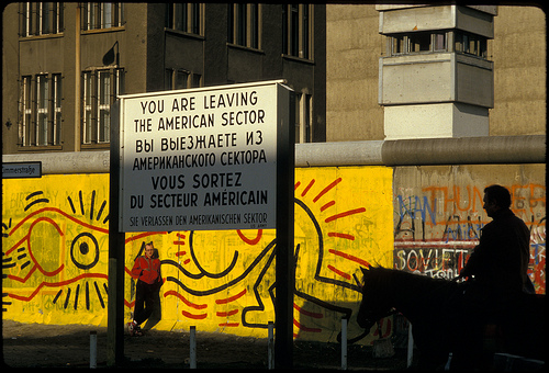 Haring-Berlin-Wall-Photos-by-Tseng-Kwong-Chi-1986-Copyright-Muna-Tseng-Dance-Projects
