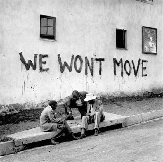 jurgen-schadeberg-we-wont-move-sophiatown-1955-www-jurgenschadeberg-com